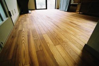 床下調湿と無垢フローリング床暖房工事
